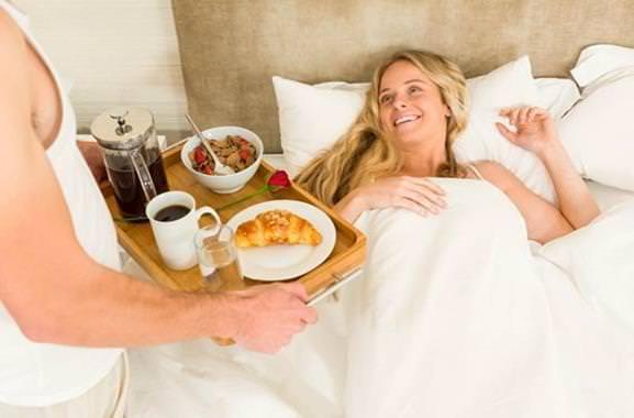 Persönliches Geschenk für Männer und Frauen: Selbstgemachtes Frühstück am Bett
