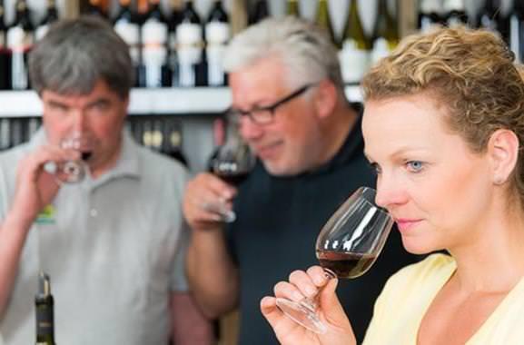 Niveauvolles Geschenk für Männer: Exklusive Weinprobe