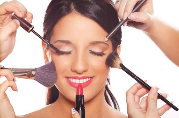 Besonderes Geschenk für Männer: Hochwertiges Make-Up-Kurs verschenken