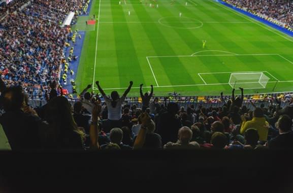 Aufregendes Geschenk für Männer: Unvergesslicher Besuch eines Fußballspiels