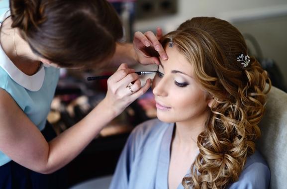 Besondere Geschenkideen aus Seevetal-Maschen: Professionelles Abend-Make-Up