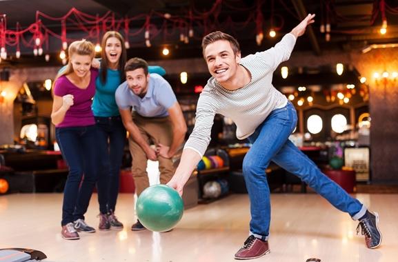 Besondere Geschenkideen aus Geesthacht: Gemeinsamen Bowlingabend