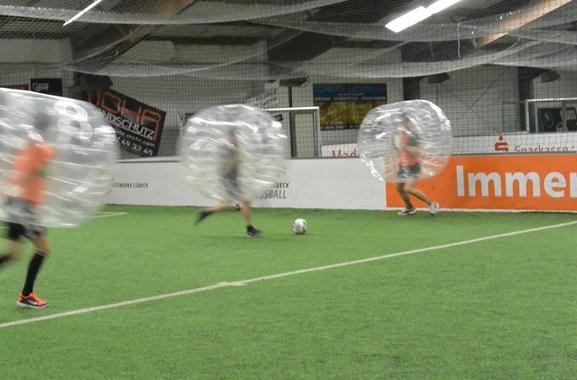 Außergewöhnliche Geschenkideen aus Bad Schwartau: Bubble-Soccer-Erlebnis