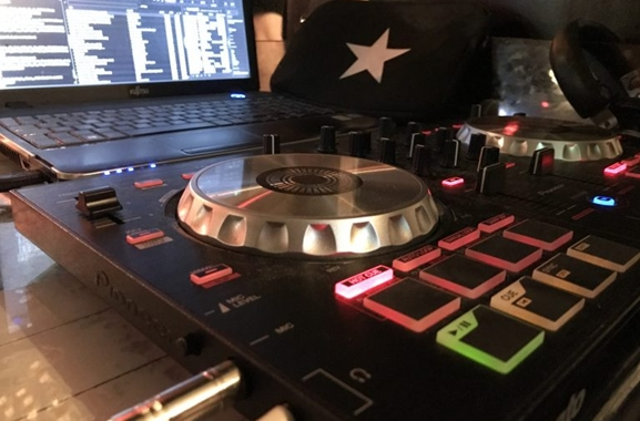 Besondere Geschenkideen aus Krefeld: DJ-Entertainment-Service