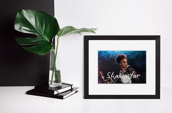 Besondere Geschenkideen aus Uelzen: Eingerahmte Autogrammkarte vom Lieblingsstar