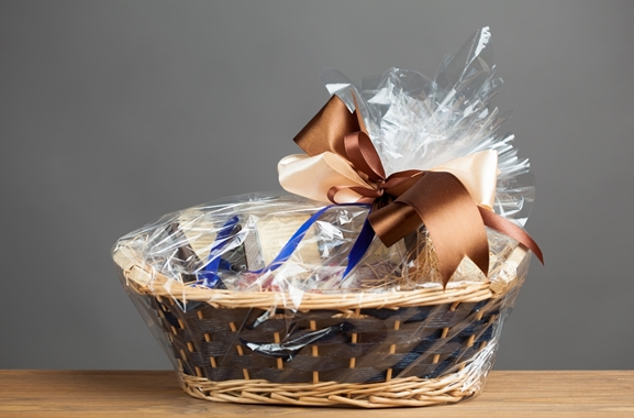 Besondere Geschenkideen aus Marne: Geschenkkorb mit Süßigkeiten