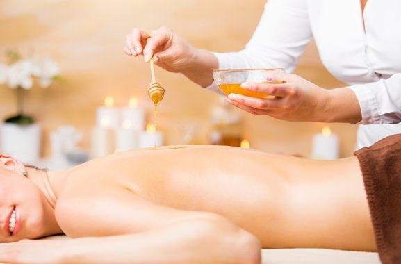 Hochwertige Geschenke für Männer und Frauen: Honigmassage
