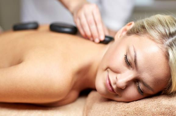 Besondere Geschenkideen aus Uelzen: Hot Stone Massage