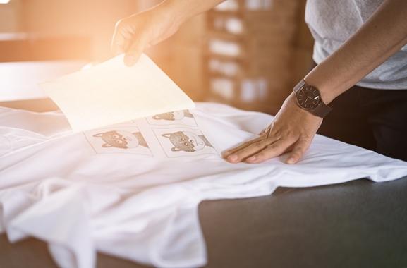 Besondere Geschenkideen aus Elmshorn: Individuell bedrucktes Kleidungsstück