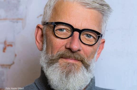 Hochwertige Geschenke für Männer und Frauen: Maßgefertigte Brille aus Carbon