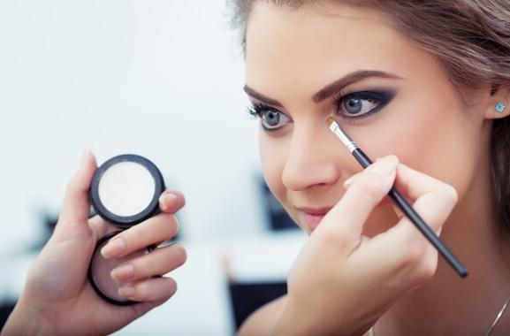 Besondere Geschenkideen aus Erlangen: Professionelle Make-Up-Beratung
