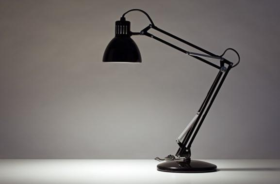 Besondere Geschenkideen aus Dortmund: Hochwertige Schreibtischlampe