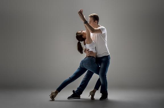 Besondere Geschenkideen aus Uelzen: West-Coast-Swing Tanzkurs