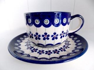 Besondere Geschenkideen in Celle: Bunzlauer Keramik Tasse mit Untertasse