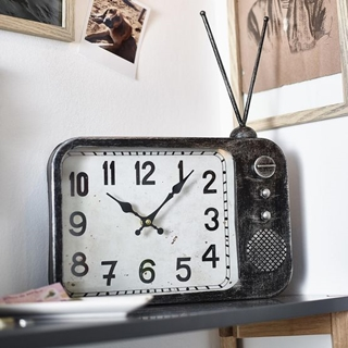Besondere Geschenkideen in Ihrer Nähe: Uhr in Retro-Radiooptik