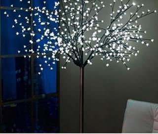 Besondere Geschenkideen in Ihrer Nähe: LED-Indoor-Baum