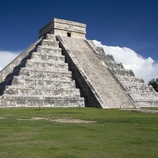 Besondere Geschenkideen aus Wuppertal: Reise zur Chichén Itza Pyramide in Mexiko