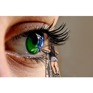 Besondere Geschenkideen aus Göttingen: Farbige Kontaktlinsen