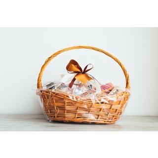 Besondere Geschenkideen aus Geesthacht: Geschenkkorb aus dem Süßwarenfachgeschäft