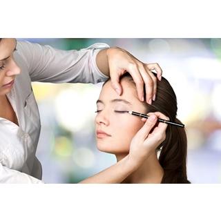 Besondere Geschenkideen aus Göttingen: Professionelles Tages-Make-Up