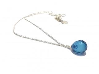 Besondere Geschenkideen aus Hamburg: Silberkette mit blauer Bernstein-Pampel