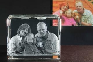 Geschenkideen aus Hannover: Glasaufsteller mit 3D-Laser-Foto