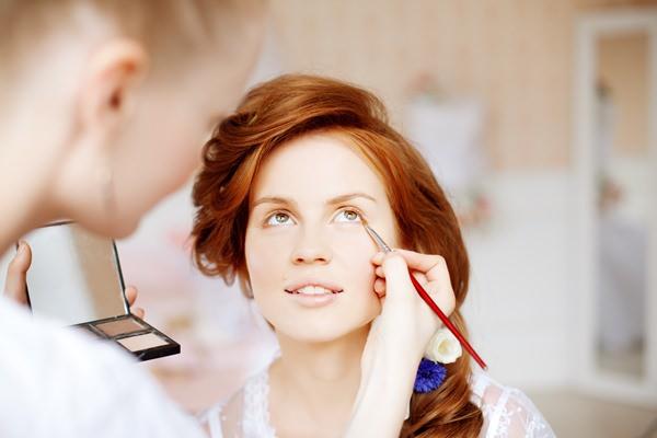 Niveauvolle Luxusgeschenke für Frauen: Professionelle Kosmetikbehandlung