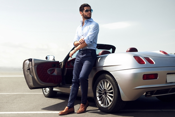 Eindrucksvolle Geschenke für Männer: Fahrt mit dem Traumauto verschenken