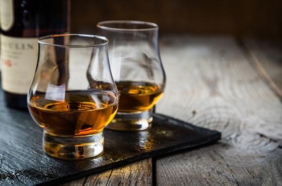 Besondere Geschenkideen aus Maintal: Hochwertigen Whisky